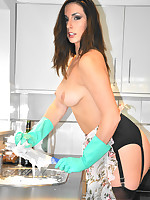 Paige gets distracted doing the wwashing up and gets her gorgeous tits nice and soapy.