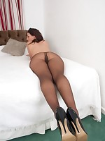 Brunette Tammy in black pantyhose fetish fun!