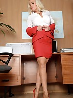 Secretary Lana gets 'PHrisky' in the office!